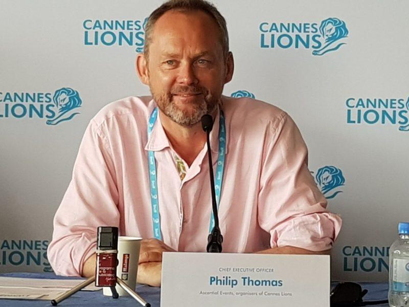 philip thomas cannes lions, con micro , programapublicidad muy grande