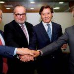 Firma del acuerdo de renovación Damm-ADO