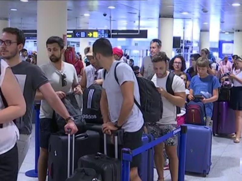 cola, pasajeros, aeropuerto, programapublicidad