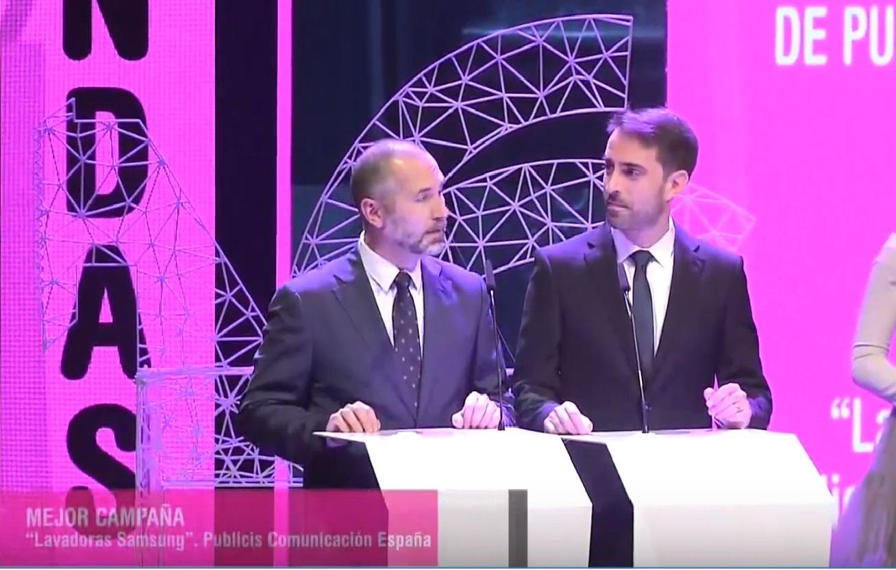 https://www.programapublicidad.com/wp-content/uploads/2018/11/alfonso-fernandez-agradece-premio-ondas-publicis-lavadoras-programapublicidad-muy-grande-3.jpg