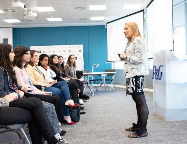 P&G,talento femenino, jóven , 'future female leaders, programapublicidad, muy grande