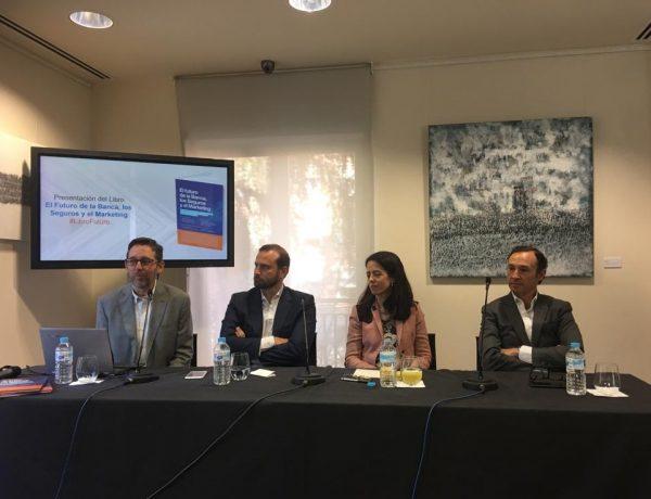de España, presenta, libro, El futuro de la Banca, Seguros Marketing, programapublicidad,