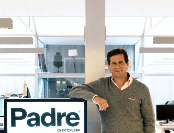 PADRE GROUP , FICHA , AXEL GINHSON, programapublicidad