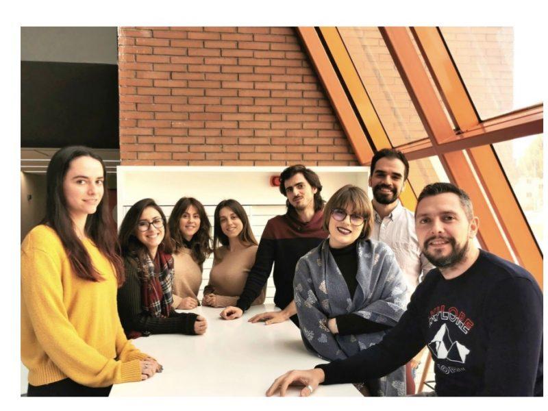 Ester Sánchez, Amaya Jiménez, Cristina Cortés, Lucía Berlanga, Fernando Hita, Eduardo Bernal, Irene López , Javier Queipo, apache,programapublicidad