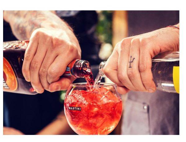 Bacardi, lanza,bartenders, #RaiseYourSpirits, programapublicidad