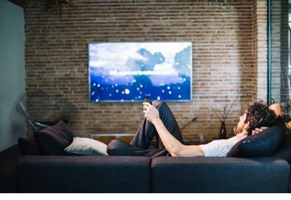 españoles, simpatiza ,anuncios , tv, espectador, COVID-19, nielsen, digital, consumer, 24 hours, indoors, programapublicidad