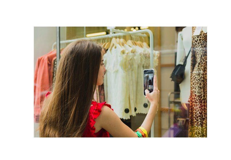 compras nielsen, lujo, 30% , compras de lujo , vía online , 2025, programapublicidad