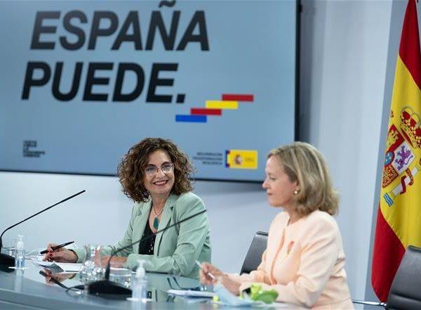 ministra de Hacienda, María Jesús Montero, vicepresidenta tercera ,ministra de Asuntos Económicos ,Transformación Digital, Nadia Calviño, programapublicidad