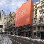 ING cuelga una gran lona en plena Gran Vía de Madrid con su nuevo posicionamiento de marca