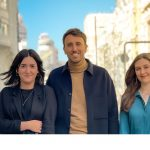 Guillem Llull, Paula Parrilla y Megan Edwards a servicios al cliente de M&CSAATCHI.