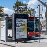 Barcelona Energia instala el primer anuncio en mobiliario urbano que purifica el aire