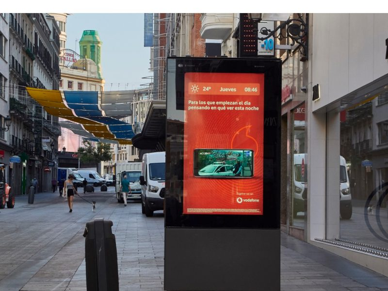 Vodafone , estrena , campaña ,creatividades dinámicas , DOOH , Ymedia Wink, programapublicidad